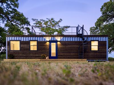 "Photo for ""The Shoreline"" Container Tiny Home 12 min to Magnolia/Baylor"