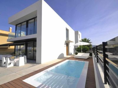 Photo for Modern luxury villa with pool and near the beach for 6 people