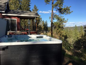New luxury home with gorgeous view from all windows and hot tub - sleeps 8!