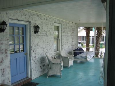 Photo for Comfy Beach Cottage One Block from Ocean Nirvana