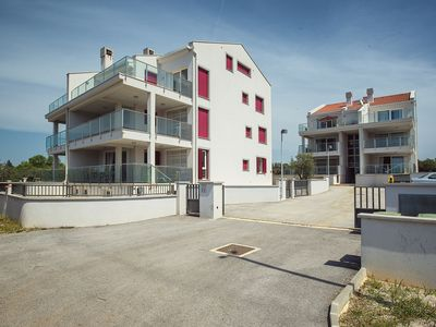 Photo for Luxurious apartment for 8 people with air conditioning, Wi-Fi, parking and large balcony