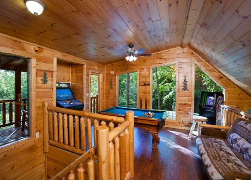 A beary fun cabin in pigeon forge unforgettable 2 bedroom for 10 bedroom cabins in tennessee