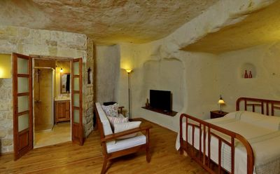 Photo for Twin-Arch 2 Bedroom Cave House