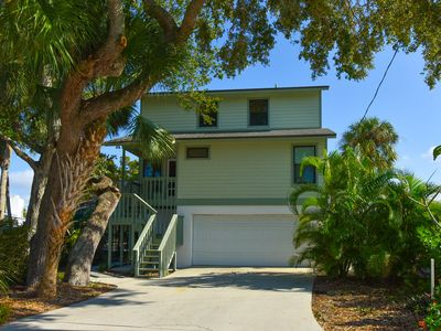 Photo for Canal Front, Family Friendly 4Bd/4 Ba Home w/ Heated Pool/Spa Siesta Key Village