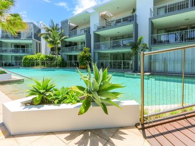Photo for 3 Bedroom Deluxe Swim up apartment in Drift North Complex
