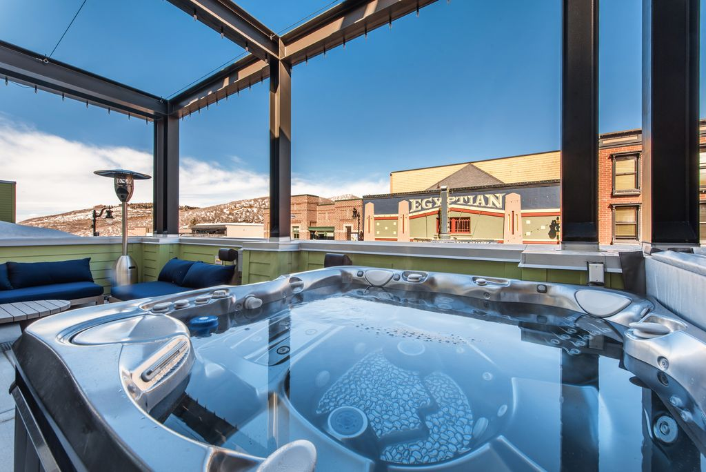 Parkite: Two-Four Egyptian View | On Main Street | Private Hot Tub |  Concierge - Old Town