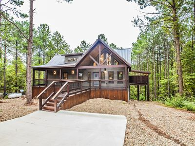 Photo for Magnolia Trail - Elegant Couples Cabin(Magnolia Design, 5-Star Amenities)
