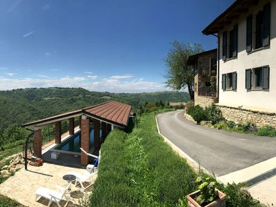 Photo for Detached villa with swimming pool, in the green hills and vineyards