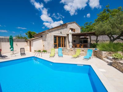 Photo for Fully fenced, private pool, completely air-conditioned, pet friendly