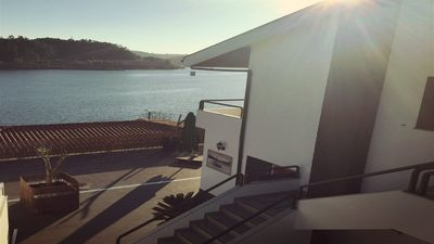 "Photo for ""River house"" - By the beautiful Douro margin Magnificent view of the river."