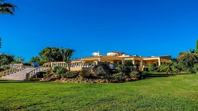 Photo for Fabulous villa overlooking Portimão, the Atlantic and the Monchique Mountains.