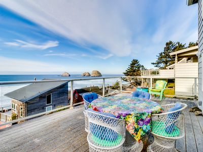Photo for Family-friendly retreat with stunning ocean views & great location
