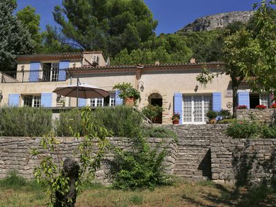 Photo for Nice and quiet!  Villa with pool on the most beautiful spot in the Vaucluse!