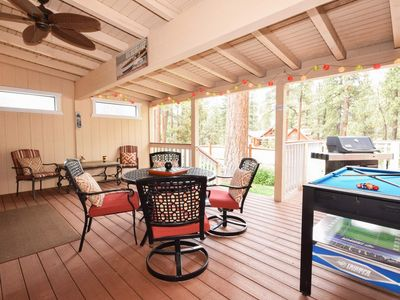 Big Bear Bungalow: Game Table! Internet! Gas BBQ! Luxury! Family Friendly! Wood Burning Fireplace!