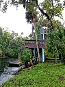 2/1 Riverfront! Cabin-Fireplaces-Balcony-Nature-Fishing-Gulf of Mexico