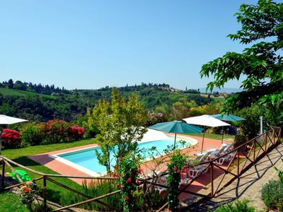Photo for Nice apartment in villa for 6 guests with pool, A/C, WIFI, TV, pets allowed and parking