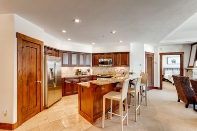 Kitchen - Prepare meals on ample granite counter space while 4 perch at the breakfast bar.