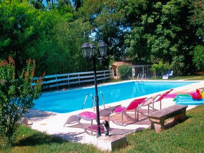 Photo for Provencal farmhouse with pool, easy access