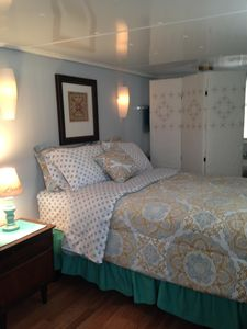 Newly remodeled home  laundry room, wifi, 2-tv's cable, pool, fitness, hot tub