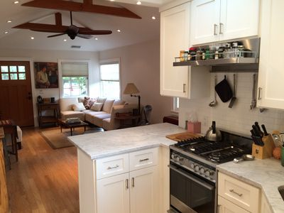 Furnished Cottage -walk to SB Bowl- jacuzzi-bbq-private patio-w/d-sonos-wifi
