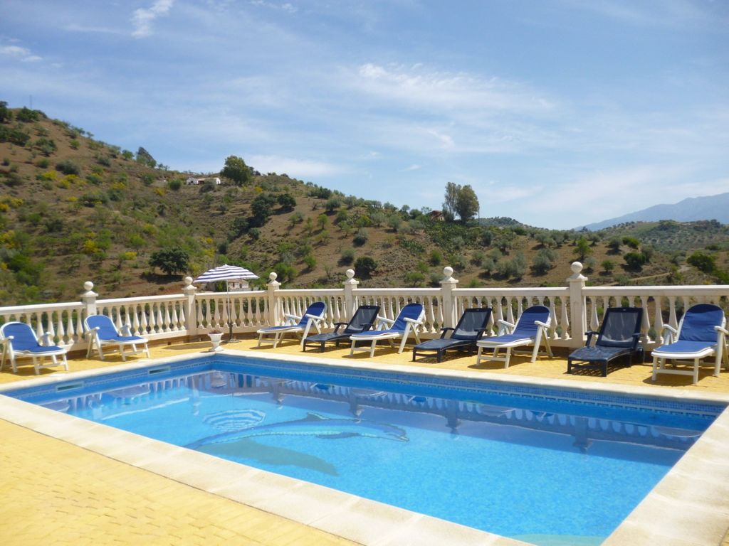 Country villa 5 bedrooms private swimming pool wifi for Private swimming pool