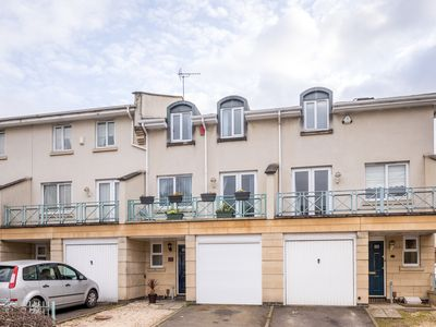 Photo for Regency Mews is exclusive,modern 5 Bedroomed townhouse, 5 minute walk to town
