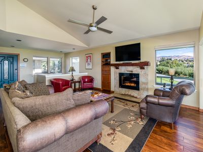 Wapato Point Halmalka 512-B 3 bedroom 2 bath Sleeps 8 Lake Views by Outdoor Pool