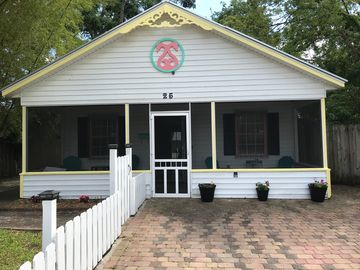 Historic, Cozy Uptown Cottage - Walk To It All! The Pet