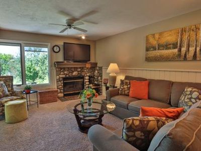Beautiful 2 Bedroom 2 Bath Trout Creek Condo #68. Stone Fireplace, Kitchen. Close to Skiing and Golf