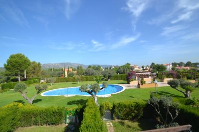 Villa with private garden, direct & secured access through a gate to the swim po