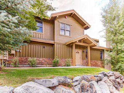 Photo for Home for 11 w/private hot tub; mountain views & fireplace