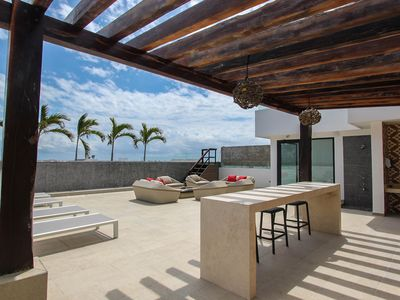 Photo for NEW LISTING! Sunny studio on 5th Avenue with rooftop patio & infinity pool