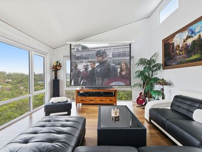 Photo for Pier 26. New property with views, home movie theatre and steam room.