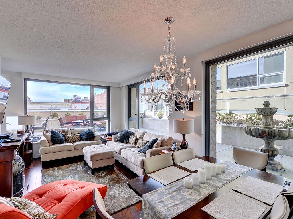 Downtown Victoria Luxury 1 Bedroom Executive Condo Steps to the Inner Harbour