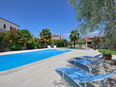 Photo for Modern apartment with pool, free Wi-Fi and air conditioning, ideal for a family