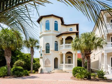 Mediterranean Villa Gulf Views Steps From The Beach
