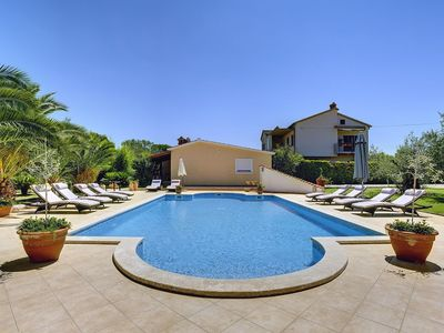 Photo for Apartment with pool and only 700 meters to sandy beach
