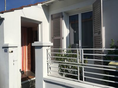 Photo for Charming house of 80 m2, with a garden, 10 min walk from the city center