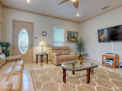 Photo for NEW LISTING! Bright island condo w/shared pool, outdoor grill-Close to beach!