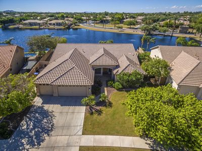 🌞 Lakefront Home with HUGE PATIO, POOL, GOLF and BBQ 🌞