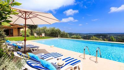 Beautiful Provencal villa with exceptional views of the bay of Cannes