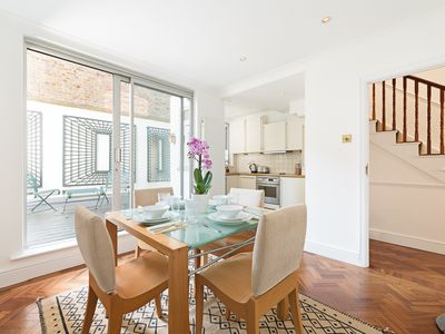 Photo for GREAT TOWNHOUSE  IN THE HEART OF OLD CHELSEA