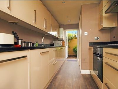 Photo for 3 bedroom modern home near central London