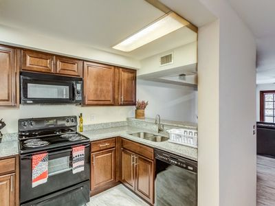 Photo for Fully Remodeled 2 bedroom CONDO w/ pool