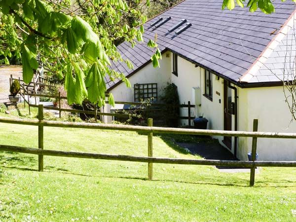 Hazel pet friendly character holiday cott homeaway - Pet friendly cottages with swimming pool ...