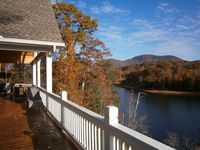 The Lake House was absolutely perfect with the most gorgeous views of the lake, mountains and Trees!