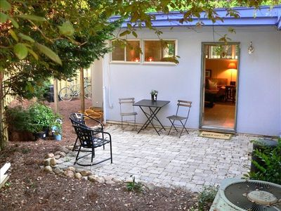 Surf Cottage on 2nd E Hudson - Dog Friendly - Screened Porch - Fenced Yard