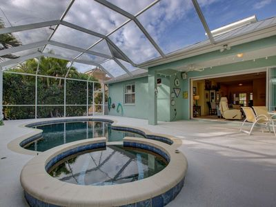Photo for Saltwater Heated Pool & Spa, WiFi/Cable, 3 miles to Gulf, Garage, near Casey Key