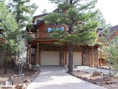 New Beautiful Chalet in the Pines  3BR/3.5 BA (Sleeps 6)