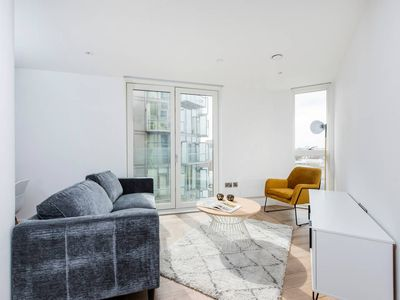 Photo for Contemporary 1BR with Stunning Views